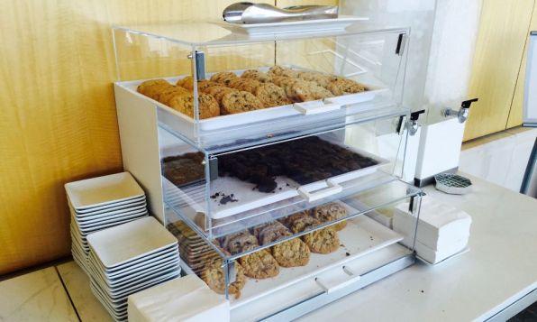Review: Admirals Club Los Angeles Terminal 4 Kekse Brownies