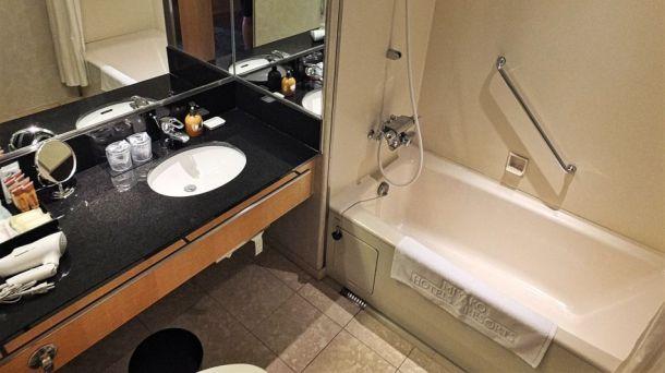 Review Sheraton Miyako Osaka Aussicht Badezimmer