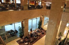 Review Sheraton Miyako Osaka Blick in die untere Lobby
