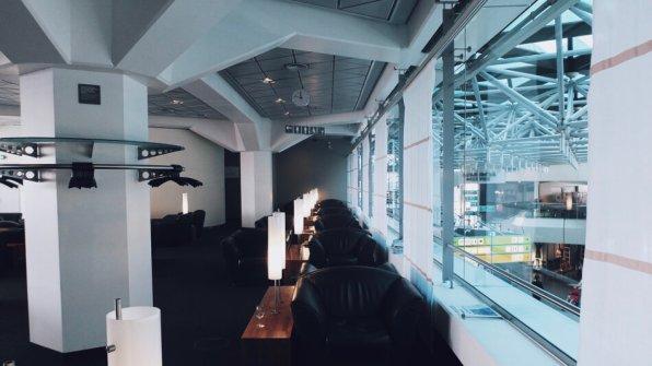 Lufthansa Senator Lounge Berlin Flughafen Tegel Sessel