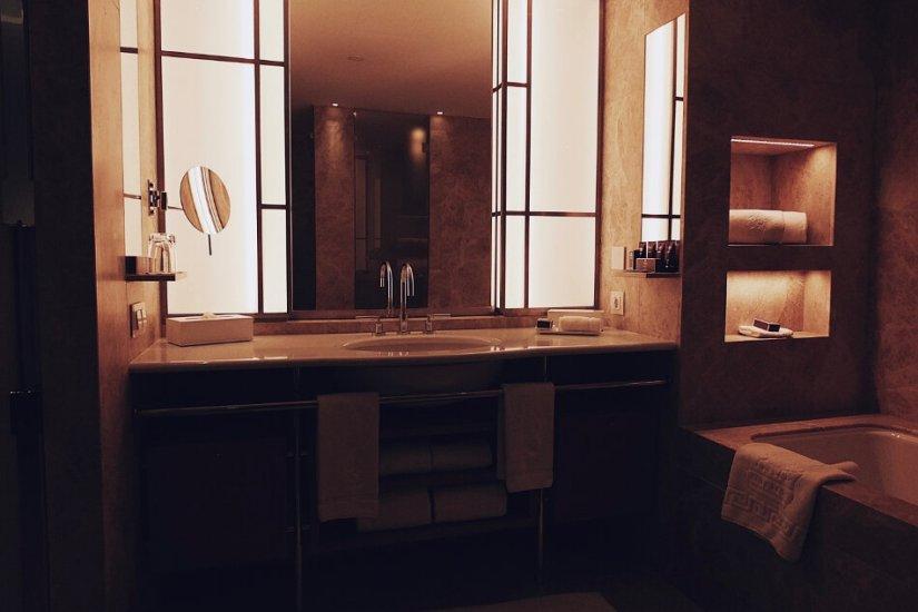 Review The Ritz-Carlton Wolfsburg Club Suite Badezimmer