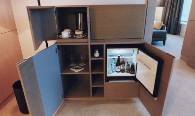 Review The Ritz-Carlton Wolfsburg Club Suite Minibar offen