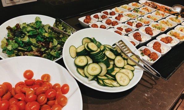 Lindner Hotel City Plaza Köln First Class Lounge Salatbuffet