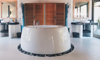 Review JA Manafaru Maldives Badezimmer Badewanne
