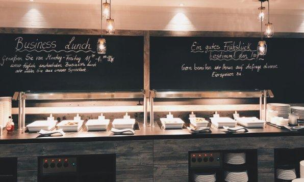 Hotel FourSide Braunschweig Frühstücksbuffet Tafeln