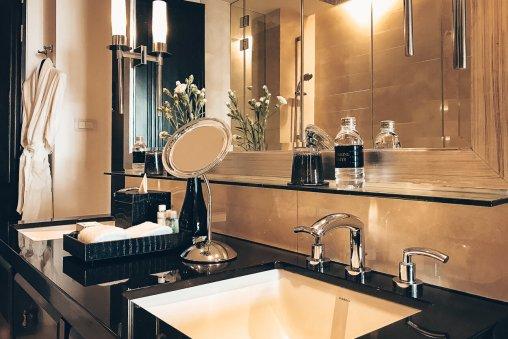 Hotel Review St. Regis Review St. Regis Bangkok Deluxe Room Badezimmer
