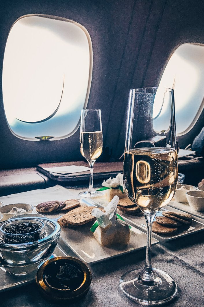 Qatar Airways First Class Airbus A380 Doha - Bangkok Champagner Kaviar Service