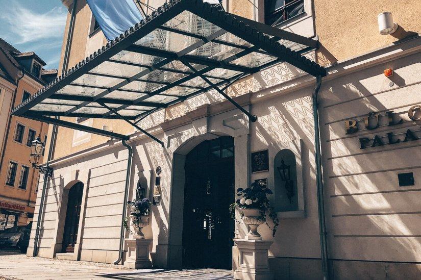 Review Bülow Palais Dresden Hotel Deluxe Haupteingang Barockviertel