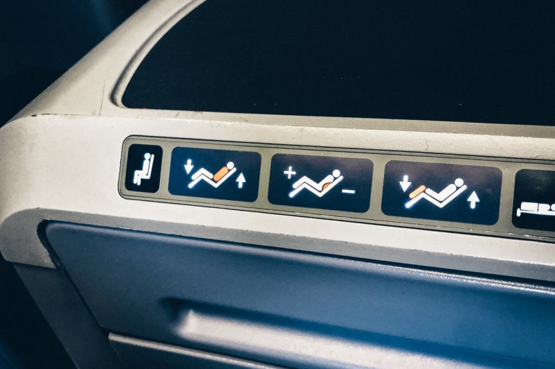 Review United Polaris Business Class Boeing 767 Sitzeinstellung