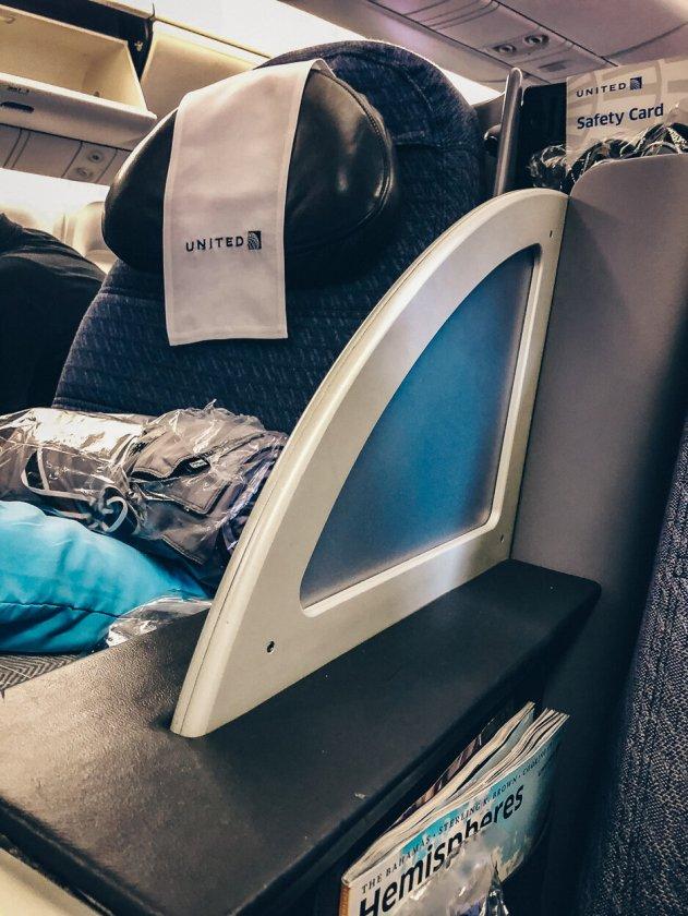 Review United Polaris Business Class Boeing 767-400 Berlin TXL - EWR Sichtschutz