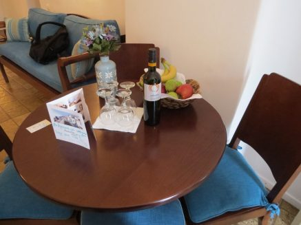 dinning area in the room with complimentary wine and fruits