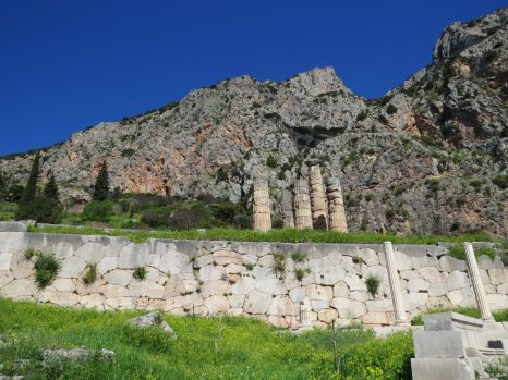 Trip to Delphi and Meteora from Athens