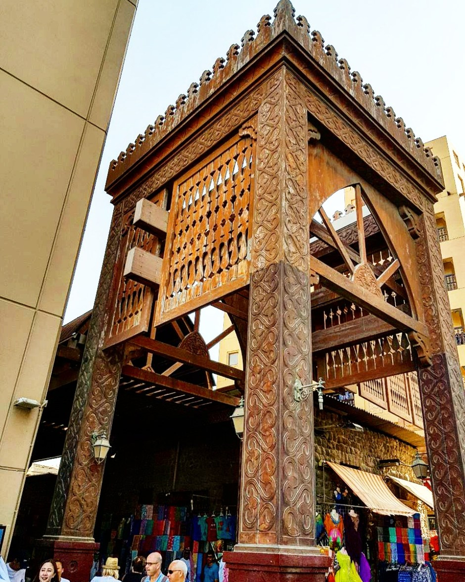 Explore Al Fahidi Souq