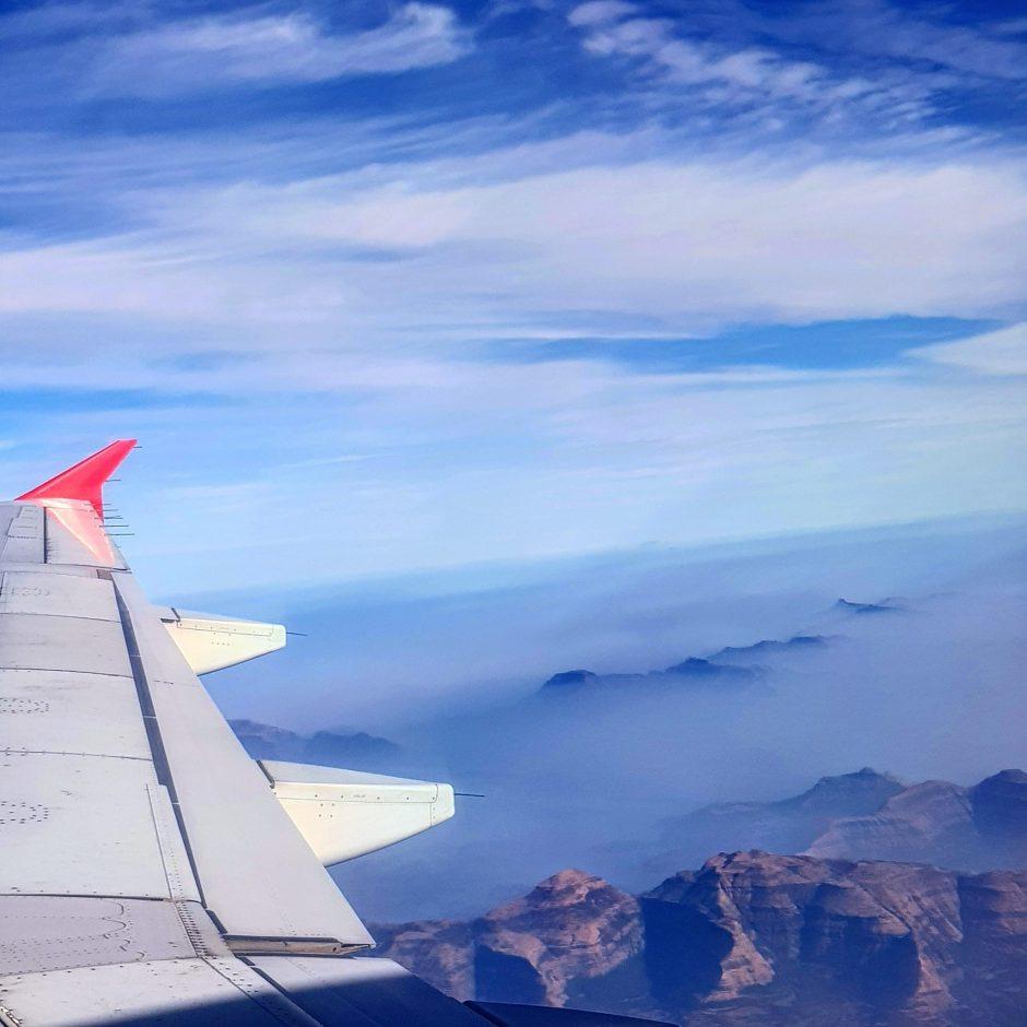 12 Tips to avoid Jet-Lag on Long Flights