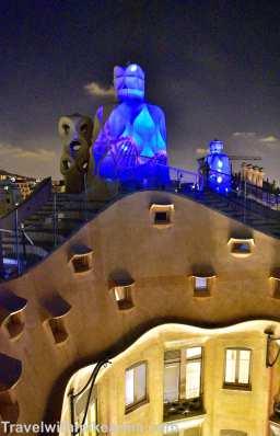 2016 09 12 Barcelona_ 6_Casa Mila at night (2)