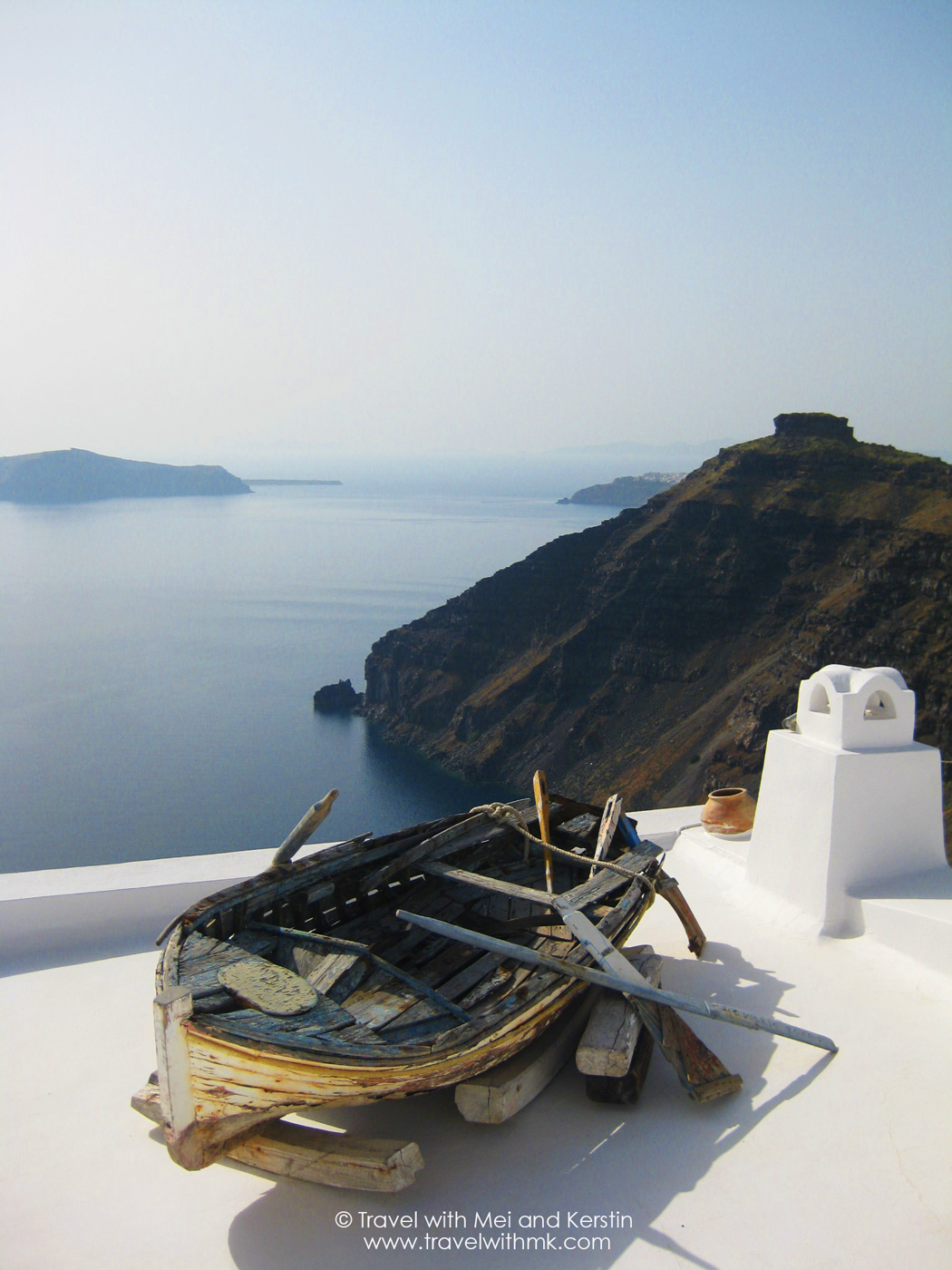 Walking from Fira to Oia, Santorini © Travelwithmk.com