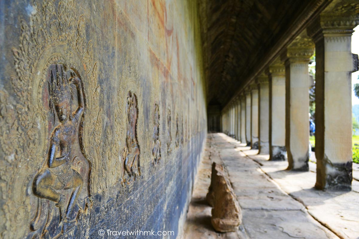 Tracking Apsaras and Devatas in the Angkor Temples