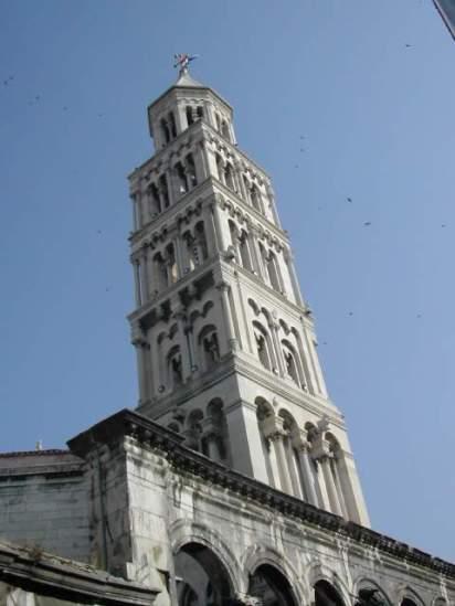 מגדל הפעמונים בסמוך לארמון דיוקלטיואנוס בספליט, קרואטיה