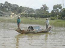 שיט על נהר הבושם ליד הואה