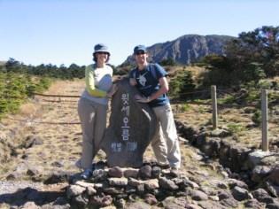 טיפוס לפסגת הר הגעש בג'ג'ו - הלה סאן.