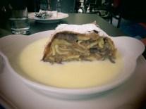 עוגת שטרודל ברוטב וניל