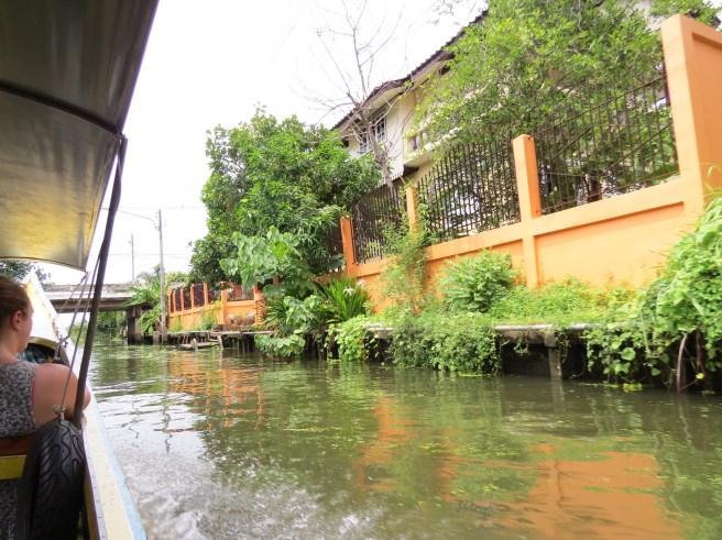 שיט תעלות באזור הזוק הצף השוק הצף ליד בנגקוק - דמנואן סדואק