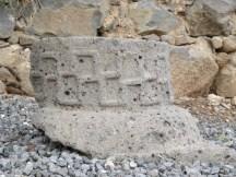 עיטורים בבית הכנסת בגמלא