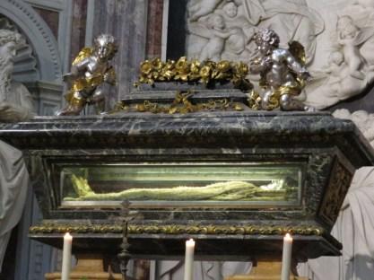 שרידי הקדוש בקתדרלה בפיזה