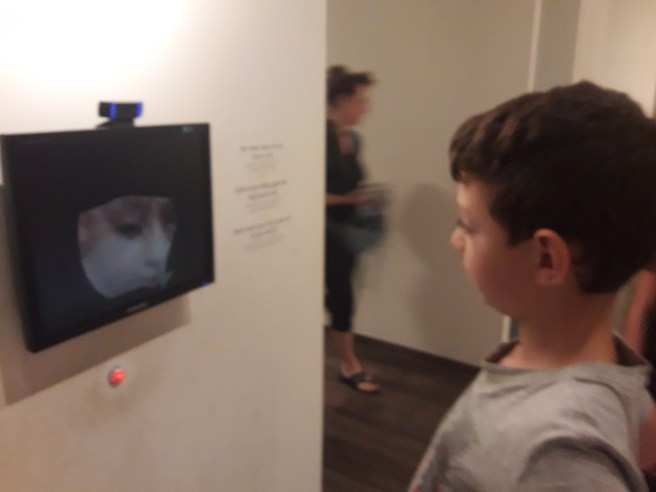 תערוכת כלבים וחתולים במוזיאון ישראל