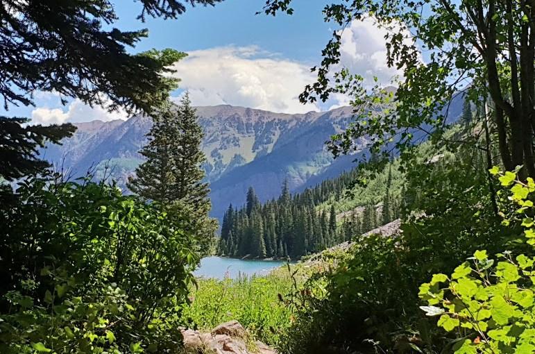 חופשה משפחתית בהרי הרוקי באזור עיירת הסקי אספן