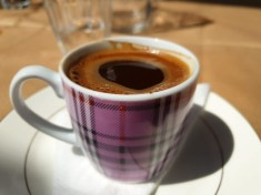 קפה יווני (זהירות, זה לא קפה טורקי)