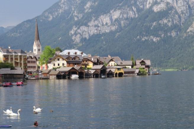 העיירה האלשטאט באזור האגמים באוסטריה