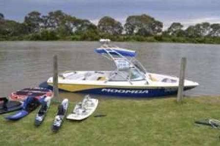 Freedom Boat Hire Ski Boat #boathire #waterski #rivermurray #southaustralia