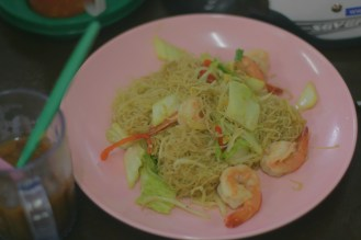 Dry noodles with seafood