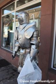 tww-medieval-shopper