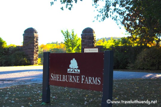 travel-with-wendy-shelburne-farms-front-sign-fall-in-love-with-vermont-www-travelwithwendy-net