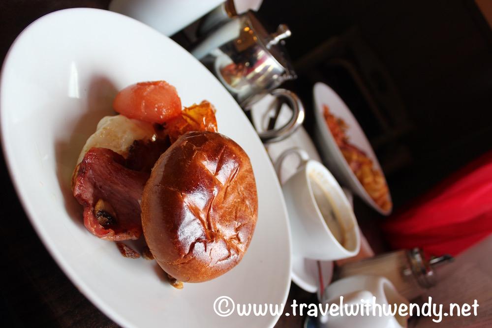 irish-bap-breakfast-sandwich