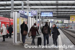 travelers-on-the-platform-ulm