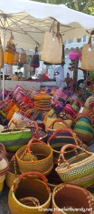 Apt - markets with baskets
