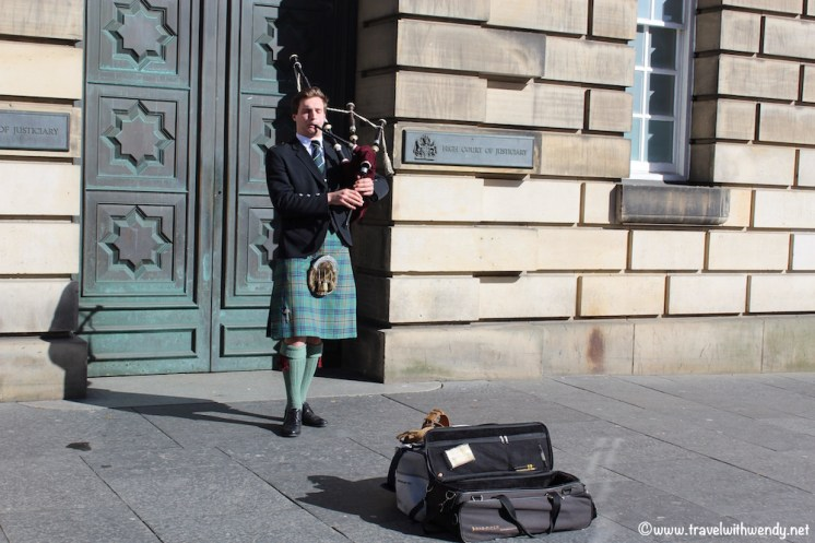 Pipers on every corner!