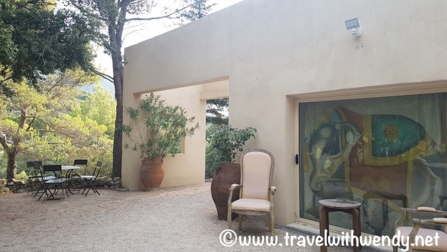 Vaugines - L'Elephant and lovely decor