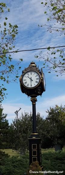 Bucaresti Clock in Unirii Square