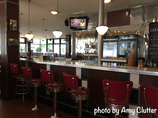 Sam Kullman's Diner - Decor and restaurant