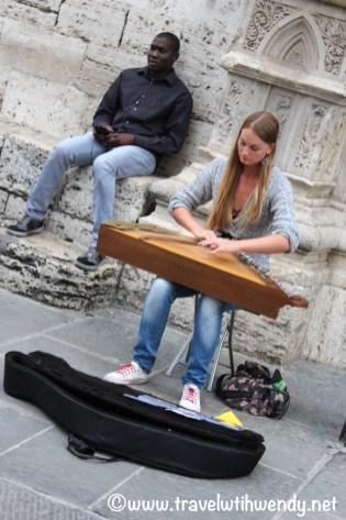 Student street musicians