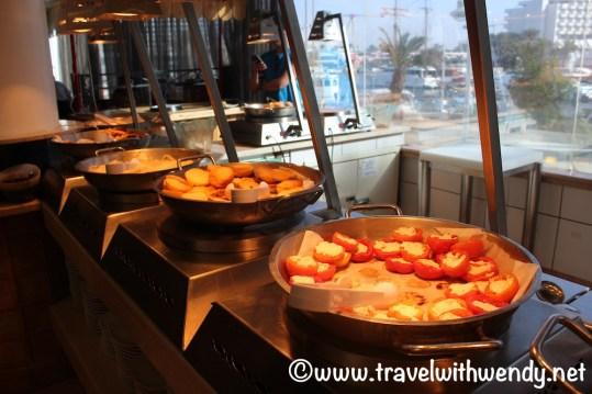 Hot breakfast buffet - Caesar Premier
