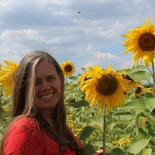 cropped-cropped-Me-and-the-sunflowers