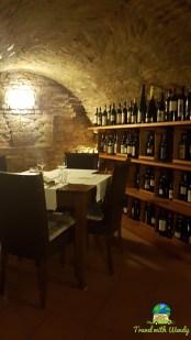 La Signora in Rosso - Cave restaurant
