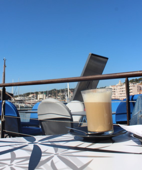 Coffee on the harbor - Cassis