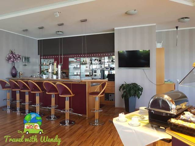 Breakfast and Bar room - Hotel Kristall