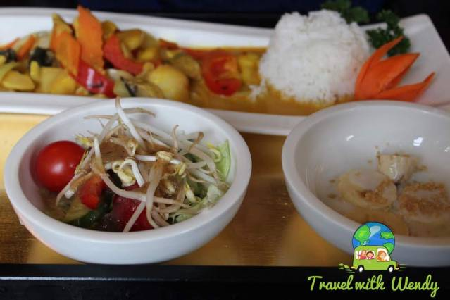 Curry Thai and salad